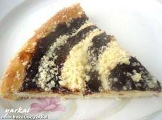 Většinou se veškeré náplně u moravských koláčů dávají nahoru do vytlačeného důlku. U nás doma je ale...