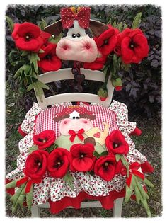 Résultats de recherche d'images pour « l ape pazza Christmas Chair, Christmas Diy, Christmas Wreaths, Christmas Decorations, Christmas Ornaments, Holiday Decor, Sewing Projects, Projects To Try, Sewing Crafts