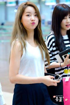 Ahaha Bomi so cute Asian Woman, Asian Girl, Pop Fashion, Girl Fashion, Eunji Apink, Pink Panda, Bubblegum Pop, Korean Celebrities, Beautiful Asian Women