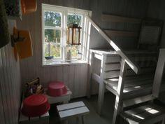 Pihasaunassa pitää olla myös riittävästi pesutilaa ja valoa. #pihasauna Painted Doors, Cabin, Saturday Night, Finland, Project Ideas, Furniture, House Ideas, Home Decor, Decoration Home