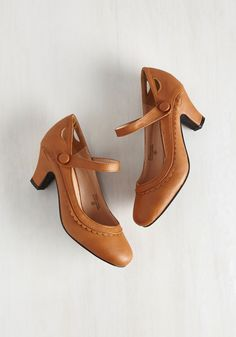 Novella Enchanted Heel in Tawny. As you drift through the park, let yourself be swept away by these storybook tan heels. Cute Heels, Tan Heels, Shoes Heels, Strappy Shoes, Vintage Style Shoes, Vintage Heels, Retro Vintage, 1940s Shoes, 1930s Fashion