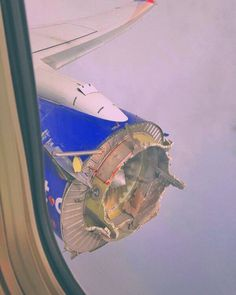 Caption this and tag a friend that is scared of flying . This was a real flight that emergency landed in Pensacola Florida a few days ago  with @businessinsider Aviation Humor, Civil Aviation, Scared Of Flying, Aviation Accidents, Photo Avion, Aircraft Maintenance, Pensacola Florida, Orlando Florida, Aircraft Engine