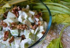 Joghurtos szárzellersaláta pirított dióval recept képpel. Hozzávalók és az elkészítés részletes leírása. A joghurtos szárzellersaláta pirított dióval elkészítési ideje: 5 perc
