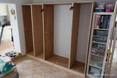Fabrication d'un placard Storage, Home, Diy Shelves, Bookshelves Diy, Tall Cabinet Storage, Room Divider, Shelves, Interior, Bookcase Closet