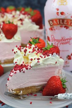 Baileys Strawberries & Cream Cheesecake - Jane's Patisserie recipes classic recipes easy recipes easy homemade recipes easy philadelphia recipes new york recipes no bake Baileys Torte, Baileys Cheesecake, Homemade Cheesecake, Classic Cheesecake, Cheesecake Recipes, Strawberries And Cream Recipe, Licor Baileys, Just Desserts, Delicious Desserts