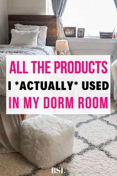 These are the most important dorm room essentials you can absolutely not forget. This covers everything for a guarunteed full dorm room packing list. Dorm Room Setup, Dorm Room List, Guy Dorm Rooms, Dorm Room Checklist, Cool Dorm Rooms, College Dorm Rooms, College Dorm List, College Ready, College Success