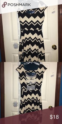 Chevron Black&White Dress Short dress w chevron print! Size M, Rue 21! Rue 21 Dresses Midi