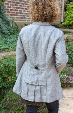 Sew Serendipity: Fall 2014 Collection: Dakota Duster - one of several versions.  Love the back of this linen one - what a great jacket!