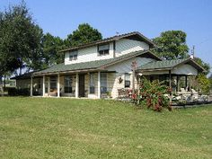 100-acre ranch with beautiful creek, ponds, woods, livestock in Bellheim, TX $160-225/night