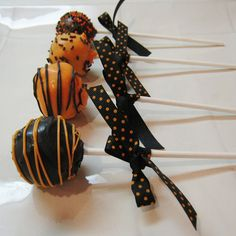 Halloween cake pops  going to make these when I help with Haylie's Halloween party at school