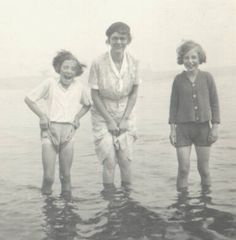 Jean Bryce MARK with Gt-Auntie Mary MARK c 1937 at South Shields