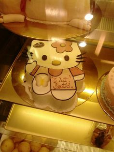Creative Hello Kitty cake