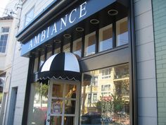 Ambiance in Noe Valley. My favorite store!