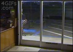 The dumbest robber of the year: | 33 GIFs From 2013 That Will Make You Laugh Every Time