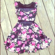 floral dress rollacoster Rollacoster floral dress size small excellent condition has see through middle net near belly button and lower back made of 89% polyester 7% rayon and 4% spandex Rollacoster Dresses
