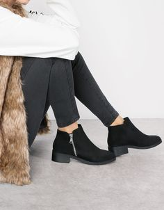 Bershka Croatia - Flat zip-up ankle boots