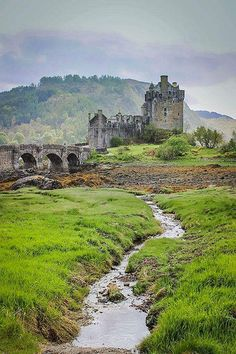 Eilean Donan Castle, Isle of Skye, Scotland Scotland Castles, Scottish Castles, Castle Ruins, Medieval Castle, Abandoned Castles, Abandoned Places, Abandoned Mansions, Beautiful Castles, Beautiful Places