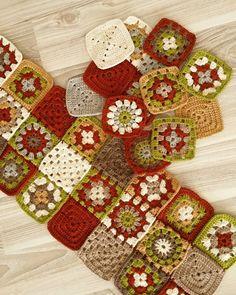 No photo description available. Crochet Motif Patterns, Granny Square Crochet Pattern, Crochet Blocks, Crochet Squares, Crochet Granny, Baby Afghan Crochet, Crochet Pillow, Crochet Crafts, Crochet Projects