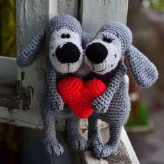 Boofle is a famous brand of woolen dog designed by David Blake. Today we suggest to create a similar dog and prepared a free crochet pattern.