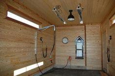 enclosable (with sliding door) wash stall with heat lamp- needs storage