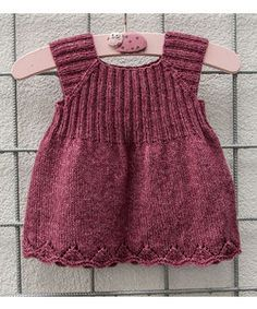 Knitted packs The Effective Pictures We Offer You About baby dress patterns A quality picture ca Diy Crafts Knitting, Easy Knitting Patterns, Knitting Kits, Knitting For Kids, Baby Knitting Patterns Free Newborn, Knit Baby Dress, Baby Dress Patterns, Baby Vest, Diy For Girls
