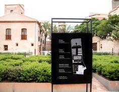 Señalización exterior con plano de ubicación en Alquería Jula. Exterior Signage