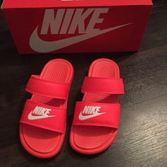 There are 2 tips to buy shoes, nike, nike slides, slide shoes, red. Hype Shoes, Buy Shoes, Me Too Shoes, Sneakers Mode, Sneakers Fashion, Shoes Sneakers, Red Nike Shoes, Sneaker Heels, Nike Slides