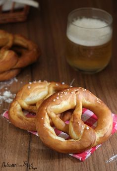 Ricetta Bretzel, ricetta orginale tedesca con lievito di birra Dulcisss in forno by Leyla Croissants, Pretzel Bread, Good Food, Yummy Food, Snacks, Creative Food, Bread Baking, Italian Recipes, Delicious Desserts