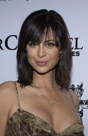 Catherine Bell Medium Straight Cut with Bangs - Catherine Bell styled her hair in a straight layered cut with bangs for 'The Envelope Please' Oscar party. Beautiful Celebrities, Beautiful Actresses, Beautiful Women, Katherine Bell, Belle Nana, Actrices Hollywood, Up Girl, Fashion 2020, Fashion Trends