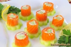 Russia: non solo vodka e caviale, ma coloratissimo finger food Party Finger Foods, Party Snacks, I Love Food, Good Food, Yummy Food, Food Carving, Cream Cheese Recipes, Best Vegan Recipes, Tea Sandwiches