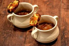 Scrumpy Cider & Onion Soup with Welsh Rarebit Croutons #vegetarian  http://www.thevegspace.co.uk/recipe-scrumpy-cider-onion-soup-with-welsh-rarebit-croutons/