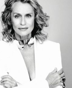 "Lauren Hutton says that ""style is what you choose"" rather than what designers offer you. She proves that her style continues to be elegant and classy year after year. Lauren Hutton, 50 And Fabulous, Absolutely Fabulous, Advanced Style, Wise Women, Ageless Beauty, Style And Grace, Aging Gracefully, Classic Beauty"