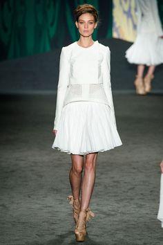Kati Nescher chez Vera Wang http://www.vogue.fr/mode/cover-girls/diaporama/le-top-kati-nescher-en-50-looks/10320/image/639063#vera-wang