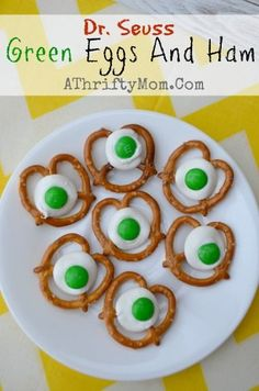 Dr. Seuss Green Eggs and Ham | A Thrifty Mom. White Chocolate, M&Ms & Pretzels - so cute! #DrSeuss #M&M
