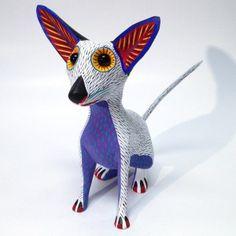 Chihuahua esculpido em madeira e pintado à mão