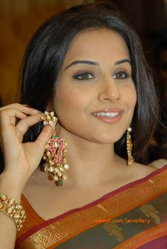 vidya balan showcasing krsala jewellery