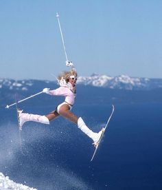 Top American skier Suzy Chaffee revolutionized the sport of skiing—and she did so in seriously fun style. We will always remember this silver ski suit worn at the 1968 Grenoble Winter Olympics! Snowboards, Apres Ski Outfit, Apres Ski Fashion, Sporty Fashion, Mod Fashion, Fashion Women, Winter Fashion, Freestyle Skiing, Ski Bunnies