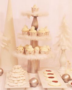 1000 images about dessert tables white on pinterest white dessert tables white desserts - Decoratie opgeschort wc ...