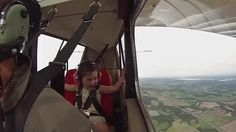 4 year old goes on her first aerobatic flight with her dad