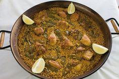 paella valenciana de restaurante nazaret en la playa de puzol  comer en valencia