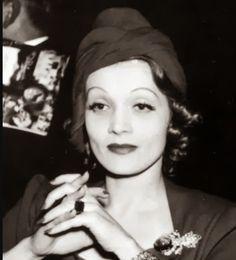 Marlene Dietrich rocking a Turban in 1936