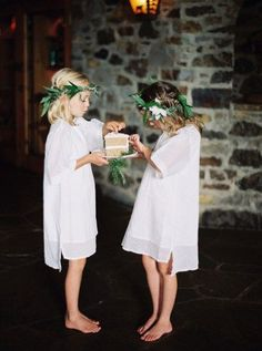 These flower girl dresses are co sweet and simple.