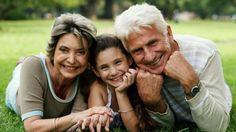 La casa de los abuelos siempre es un buen lugar donde ir… Por Carina Cabol Si se piensa en las familias de hace unas décadas atrás, la diferencia entre las actuales y las de entonces, es muy grande ya que las abuelas de aquella época eran viejitas, canosas y permanecían sentadas en el sillón hamaca …
