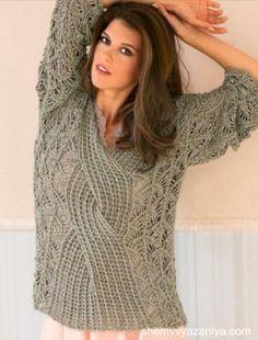 Пуловер кружевным узором с центральной косой
