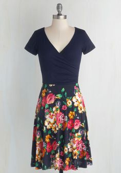 Botanical Breakfast Dress in Navy Blossoms. Whether you decide on blueberry oatmeal or waffles at the gardens cafe, you already made a stylish choice in this navy-blue dress. #multi #modcloth
