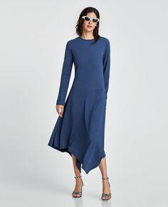 Αυτό είναι το πιο κολακευτικό χρώμα σε φόρεμα που μπορείτε να αγοράσετε φέτος