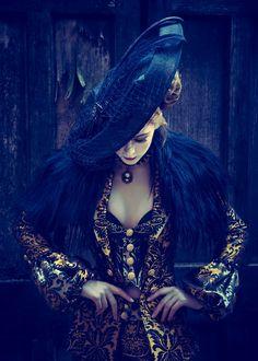 Photographer:Richard Powazynski Designer:Tara ByakkoModel:Jen BrookHair/Makeup:Donna Graham. ~chapeaux à porter~
