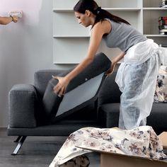 Manutenzione ordinaria divano in tessuto - rassettare i cuscini.