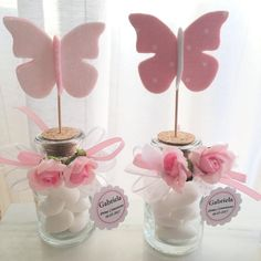 personalized favor for girl's communion, jar with stopper and felt and fabric butterfly, assorted colors in pink and white and beige shades Butterfly Birthday Party, Butterfly Baby Shower, Butterfly Wedding, Girl Baby Shower Decorations, Wedding Decorations, Wedding Favors, Party Favors, Wedding Table, Diy Wedding