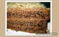 Ova torta zaista nema ime, a mi je svi ovako zovemo, ona starinska, domacinska, prava torta koja se generacijama pravi i koja je uvek nezamenljiva. Na slavljima uvek imate ljude koji ce reci vise volim vocnu tortu ili tortu sa orasima, lesnicima ili pak kremastu neku, a ovo je torta koju vole svi!
